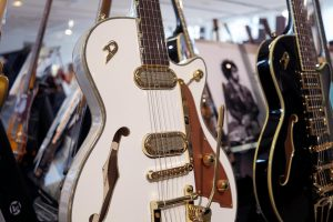guitare duesenberg white gold guitares au beffroi